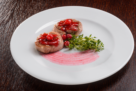 Amazing two veal medallions Banque d'images - 111178719