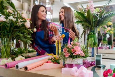 Workplace at the flower shop Foto de archivo - 112277902