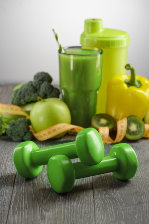 Dumbbells, vegetables and fruits Stock Photo - 116643148