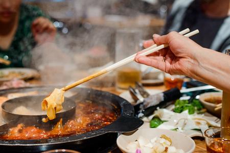 Cocinar cartílago en olla caliente