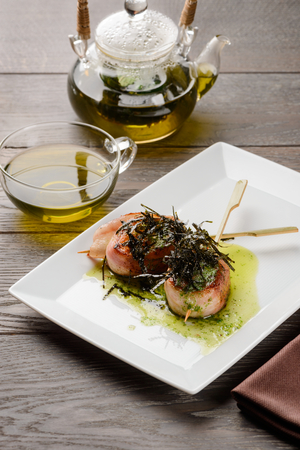 Delicious bacon-wrapped scallop screwers