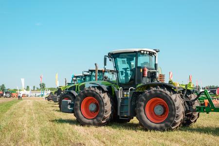 Line of new agricultural trucks Standard-Bild - 118517214