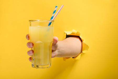 Hand giving a glass Archivio Fotografico - 118736332