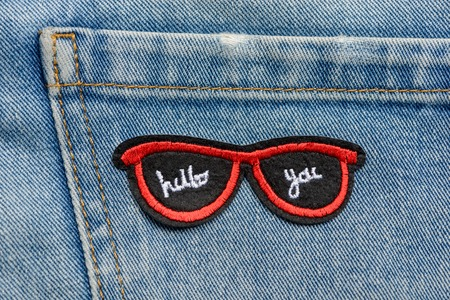 Red sunglasses embroidered patch Stockfoto
