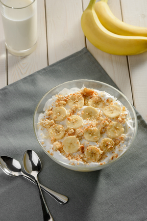 Cream with banana and cookie