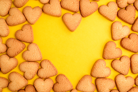 Heart shaped cookies on yellow Foto de archivo - 120740809