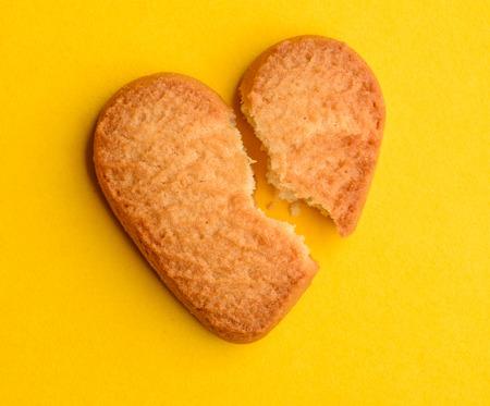 Broken shortbread cookie Foto de archivo - 120740829