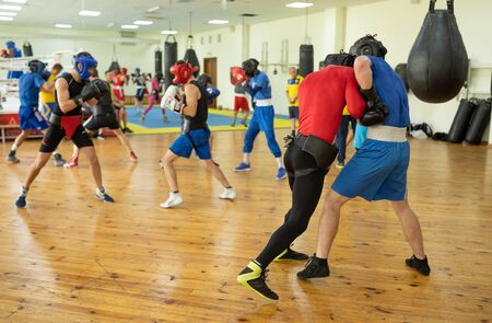 Boxing fighters practice Imagens