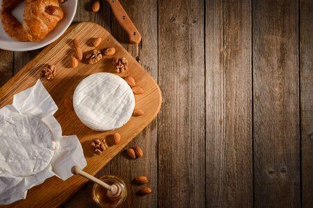 Soft cheese, nuts, croissant 版權商用圖片