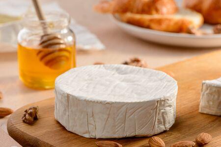 Whole Camembert cream cheese 版權商用圖片