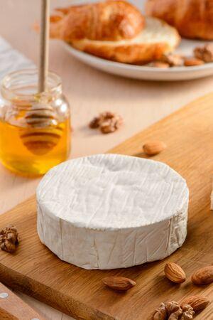 Camembert cream cheese, honey 版權商用圖片