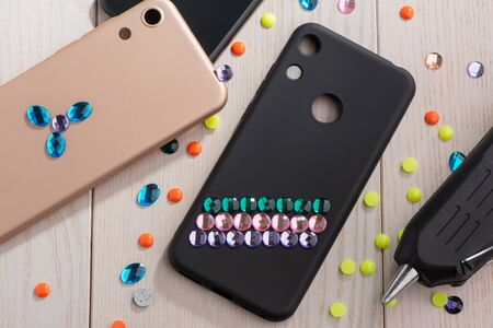 Mobile phone cases decorated with various rhinestones