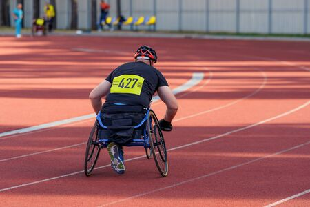 Athlete on a track of the stadion, getting ready for a wheelchair race. Parasports concept. Stockfoto