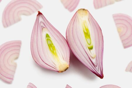 Halved shallot onion and half moon slices Stock fotó - 142419569
