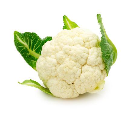 coliflor: coliflor fresca aislados en un fondo blanco.
