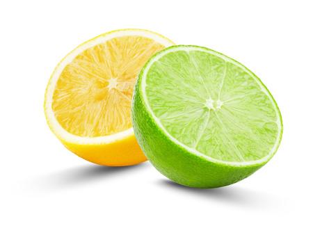 라임과 레몬의 절반은 흰색 배경에 고립입니다. 스톡 콘텐츠