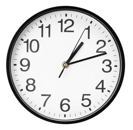 reloj: reloj de pared aislada en el fondo blanco.