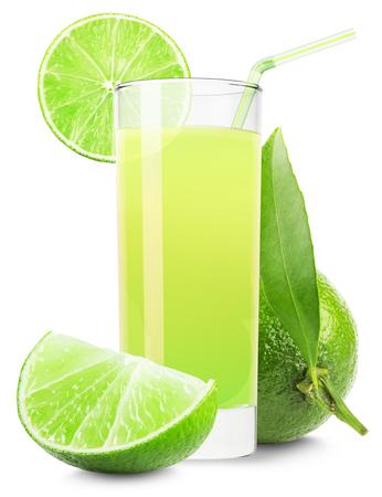 cocteles: vaso de jugo de lim�n aisladas sobre fondo blanco. Foto de archivo