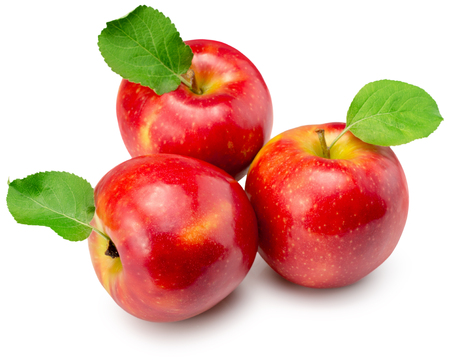 manzanas rojas aisladas en un fondo blanco.