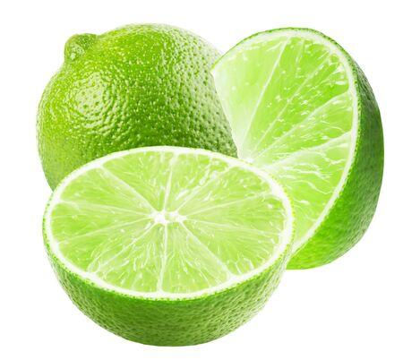 citron vert avec des tranches isolés sur fond blanc.