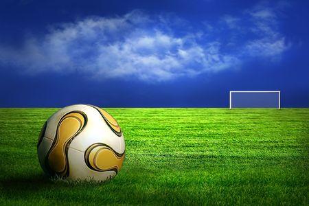 Balón de fútbol sobre fondo verde de césped y cielo  Foto de archivo