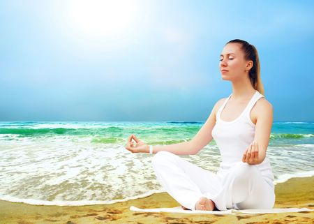 spiritual energy: Young beautiful women in white, relaxation on the sunny tropical beach