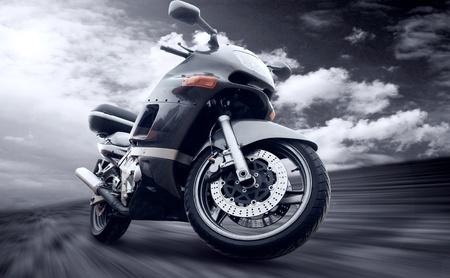 casco de moto: Al aire libre en la velocidad de la motocicleta