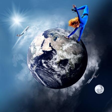 planeta tierra feliz: Bailarina de permanecer en el bailando plantean en el Planeta Tierra.