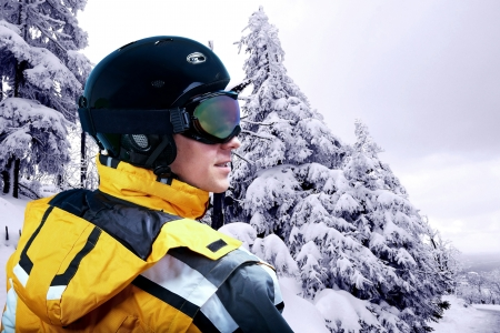 mounts: Portrait of man wearing a helmet and glasses of snow winter and mounts.