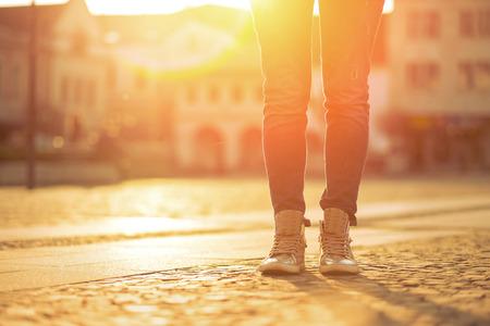 siluetas de mujeres: Womansfoots en la calle en día soleado. Foto de archivo