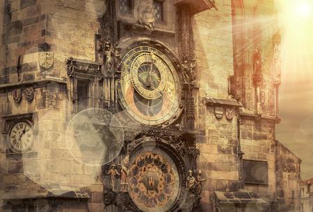 日光の下でプラハの世界で有名な人気のある旅行の 1 つを配置します。