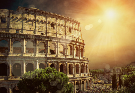 romana: Uno de los lugares turístico más popular en el mundo - Coliseo romano. Foto de archivo
