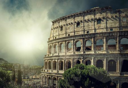 романтика: Один из самых популярных место путешествия в мире - Римский Колизей.