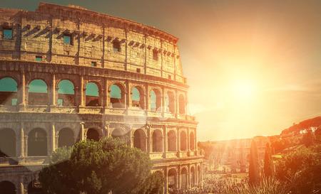 roma antigua: Uno de los lugares turístico más popular en el mundo - Coliseo romano. Foto de archivo