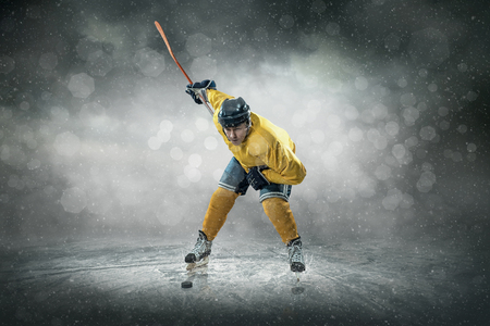 sputter: Ice hockey player on the ice, outdoors