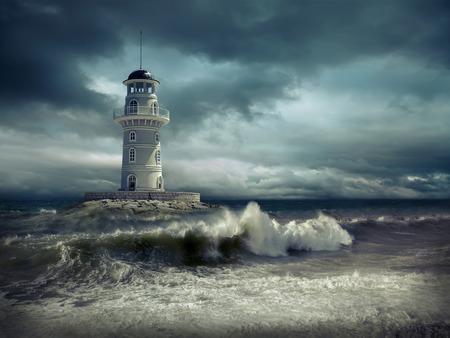 tormenta: Faro en el mar bajo el cielo.