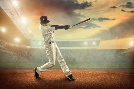 경기장에 대한 조치에 야구 선수. 스톡 콘텐츠