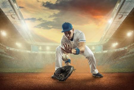 야구 선수가 경기장에서 행동. 스톡 콘텐츠