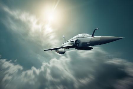 Samolot wojskowy na prędkości na niebie