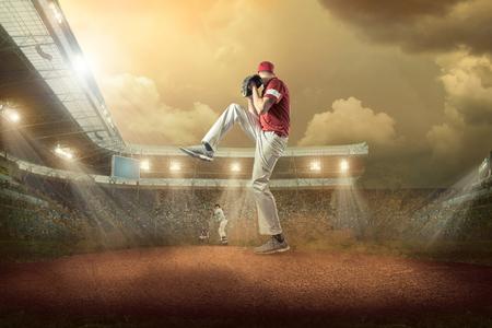 野球選手がスタジアムで活動中。 写真素材