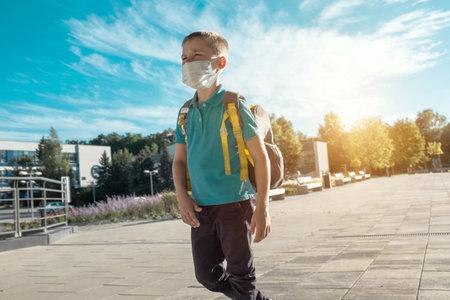 Boy, schoolboy in protective mask goes to school 版權商用圖片