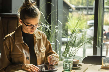 Woman working, talking on video call. Online chat with friends, long distance communication. Staying connected, Social distancing, internet, chatting. Work life. 版權商用圖片