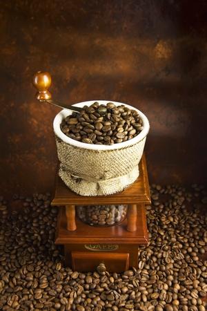młynek do kawy: mechaniczny mÅ'ynek do kawy i ziarna Coffey Zdjęcie Seryjne