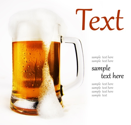 bier: cold glass of beer with foam  (With sample text)