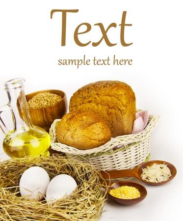 canasta de pan: los ingredientes más frescos (con el texto de la muestra) Foto de archivo