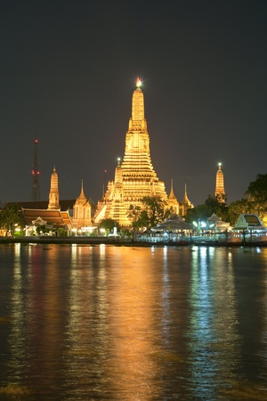Wat Arun at night, Bangkok, Thailand photo