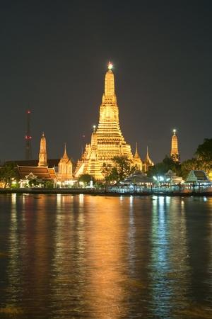 Wat Arun at night, Bangkok, Thailand photo