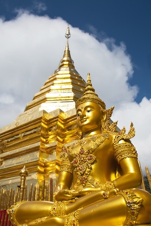 stu: Gold Buddha and Gold details of temple platform