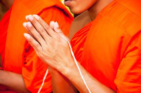betet, Legen Sie die Handflächen zusammen zum Gruß, Mönche, thailand