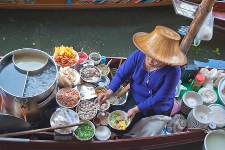 Damnoen saduak Floating Market, Thailand.  Stock Photo - 10023493